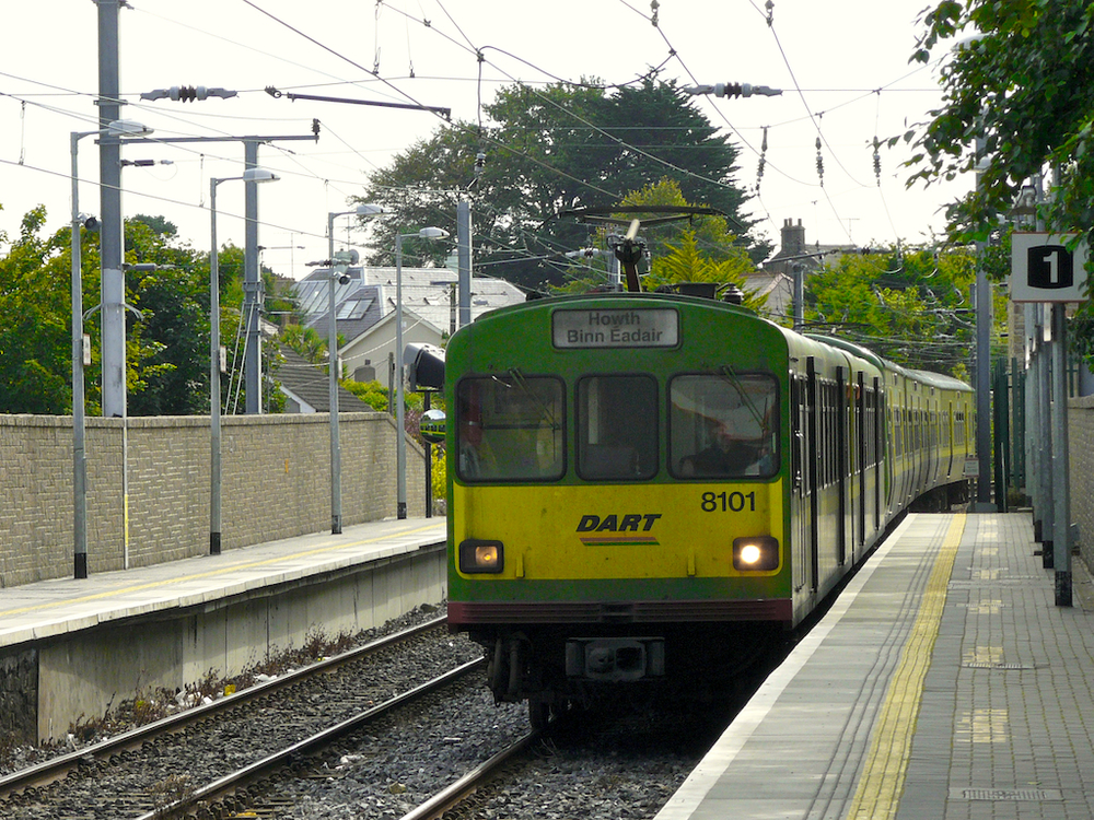 DART train, Dublin.jpg