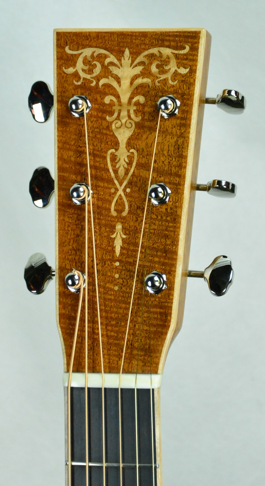 Q-2499624 S-1880673 OM Fiddleback TBS Maple inlay (4).JPG