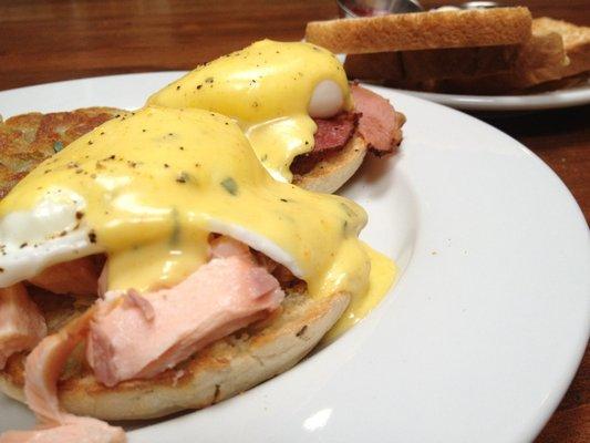 Eggs Benedict w/ Salmon