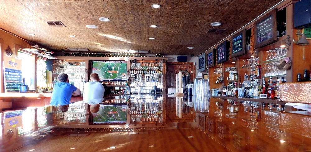 Happy Hour Restaurant Bar