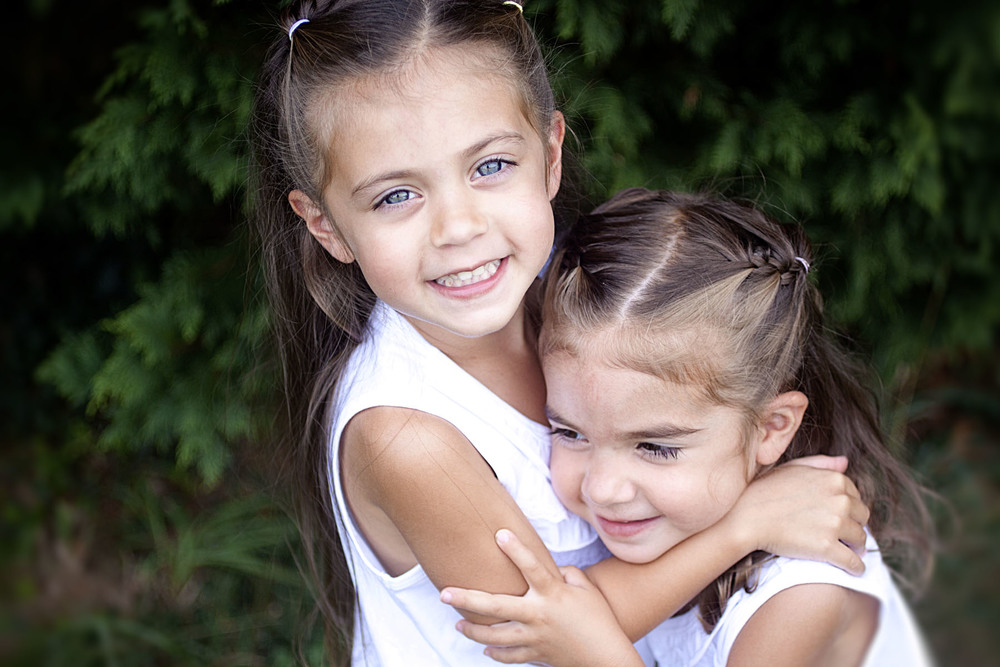 sisterscolor_1.jpg
