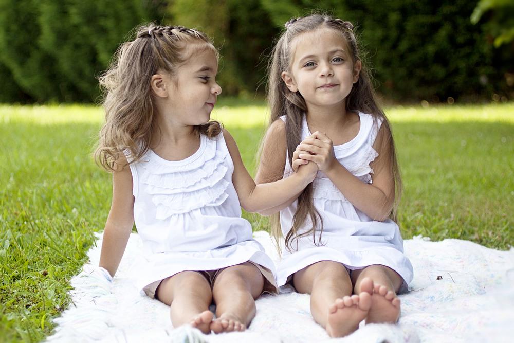 sisterssittingcolor_2.jpg