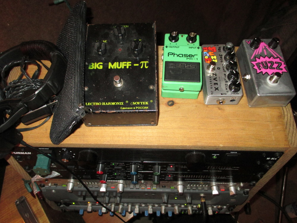"""""""Buffet of Sounds"""" in a West Philly basement"""