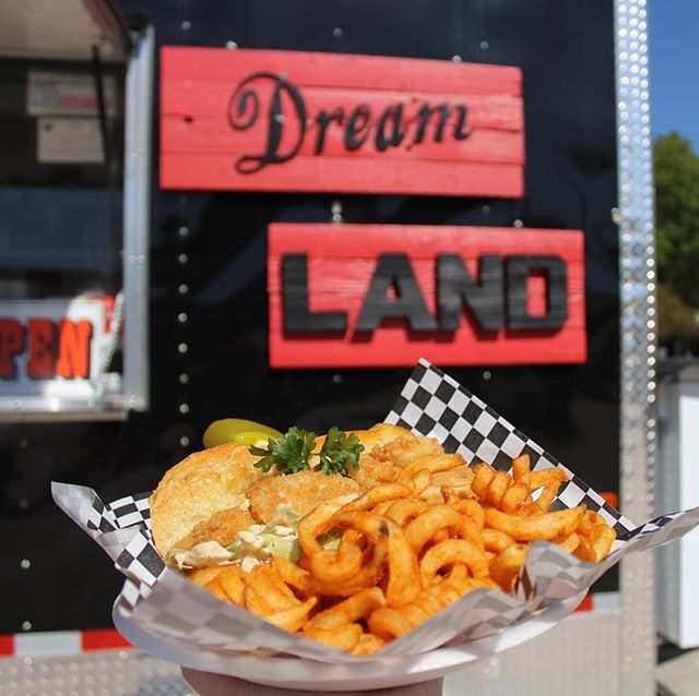 In the mood for seafood? Try the shrimp po'boy from Dreamland. #thehitchsm #smtx