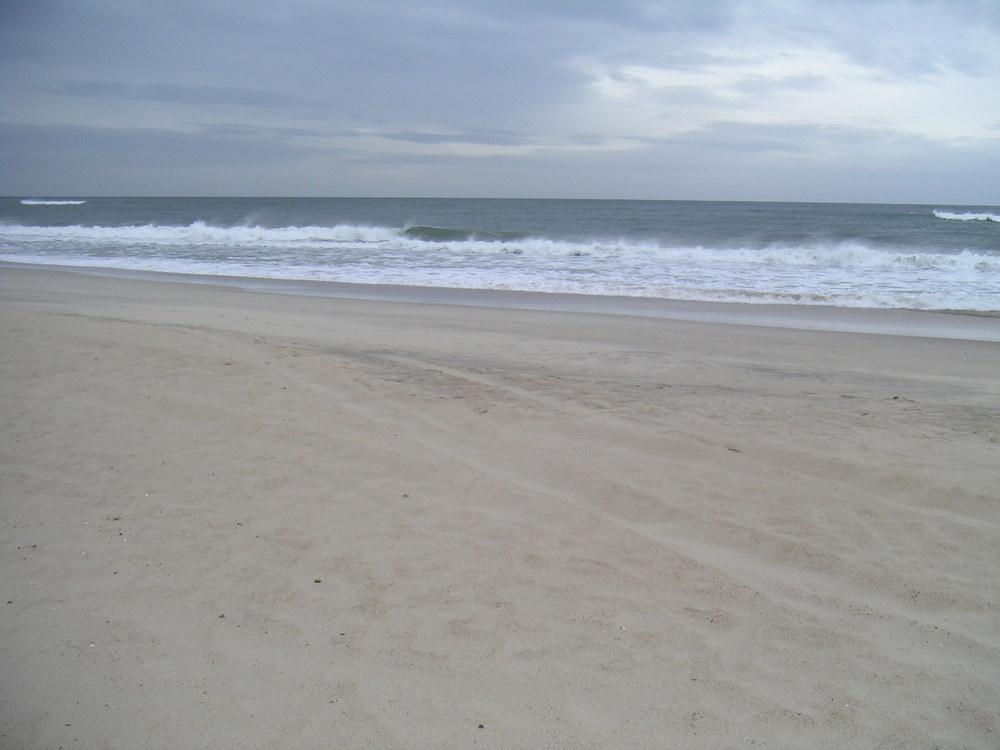 BEACH 4-07.JPG