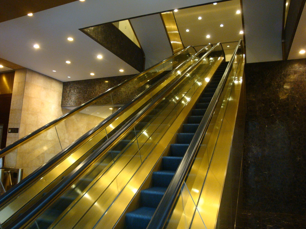 ESCALATOR 5-02.JPG