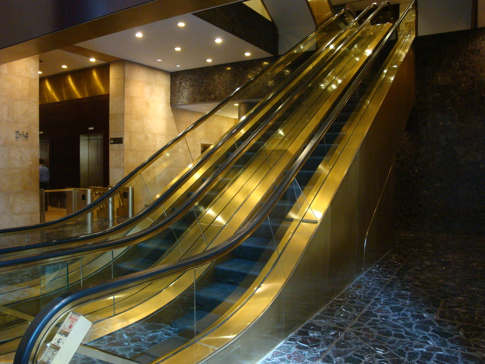 ESCALATOR 5-01.JPG