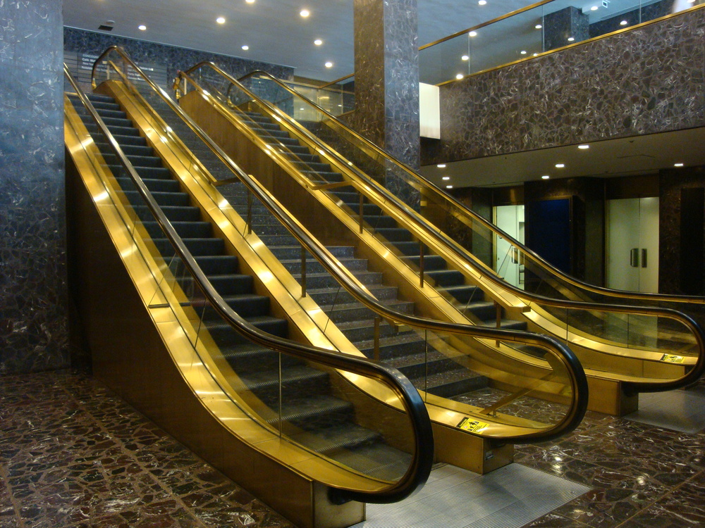 ESCALATOR 5-04.JPG
