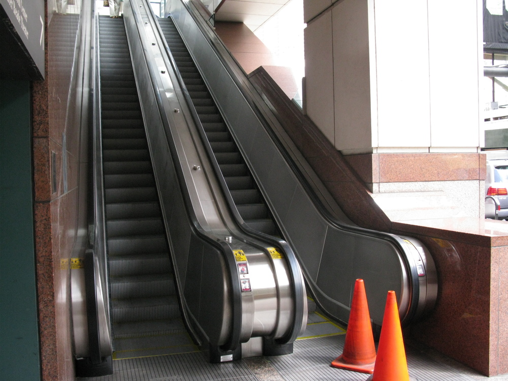 ESCALATOR 4-02.JPG