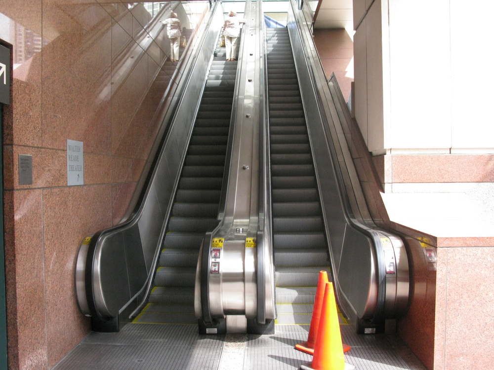 ESCALATOR 4-01.JPG