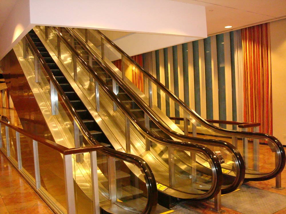 ESCALATOR 01-02.JPG