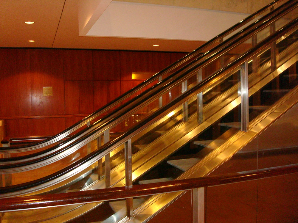 ESCALATOR 01-03.JPG