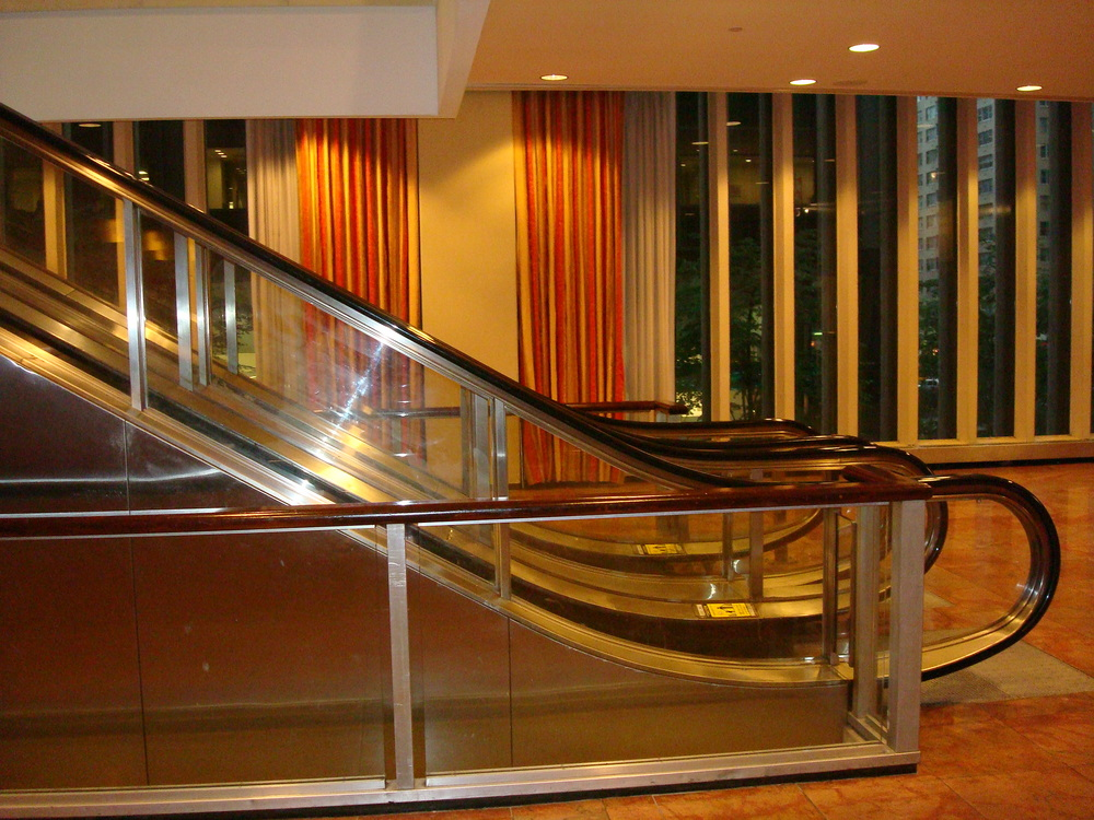 ESCALATOR 01-04.JPG