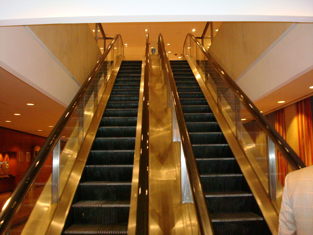 ESCALATOR 01-06.JPG