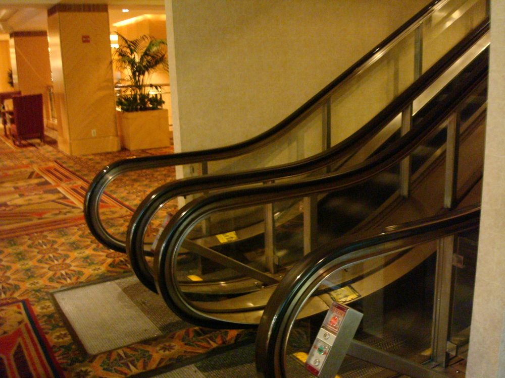 ESCALATOR 01-07.JPG