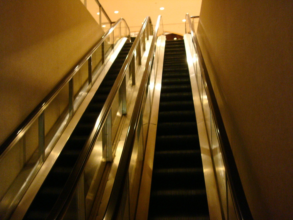 ESCALATOR 01-08.JPG