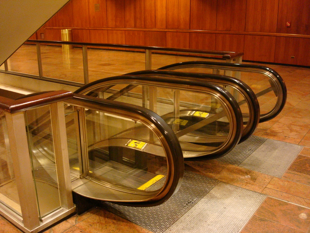 ESCALATOR 01-09.JPG