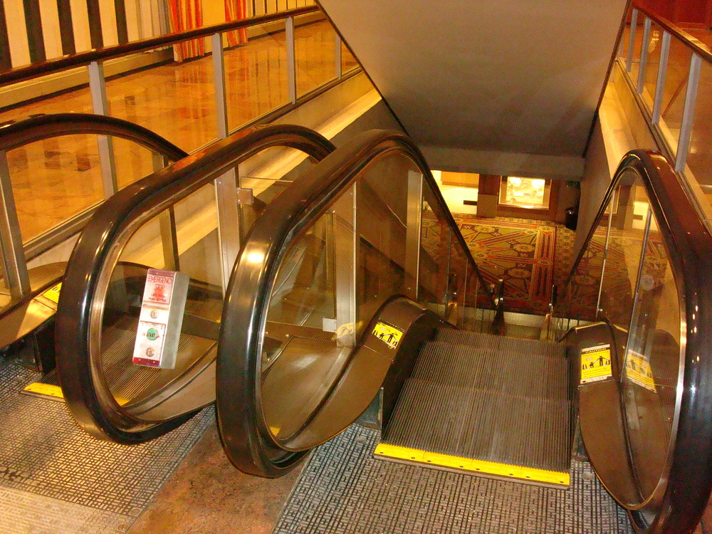 ESCALATOR 01-10.JPG