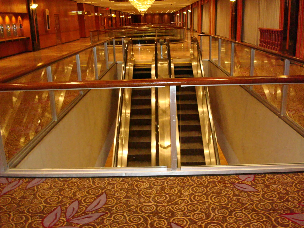 ESCALATOR 01-13.JPG