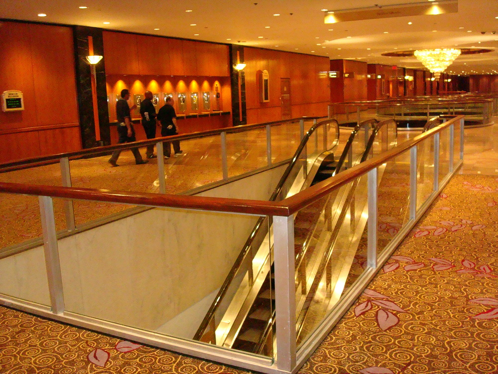 ESCALATOR 01-14.JPG