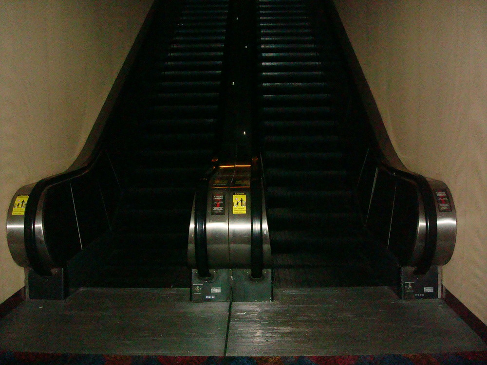ESCALATOR 01-17.JPG