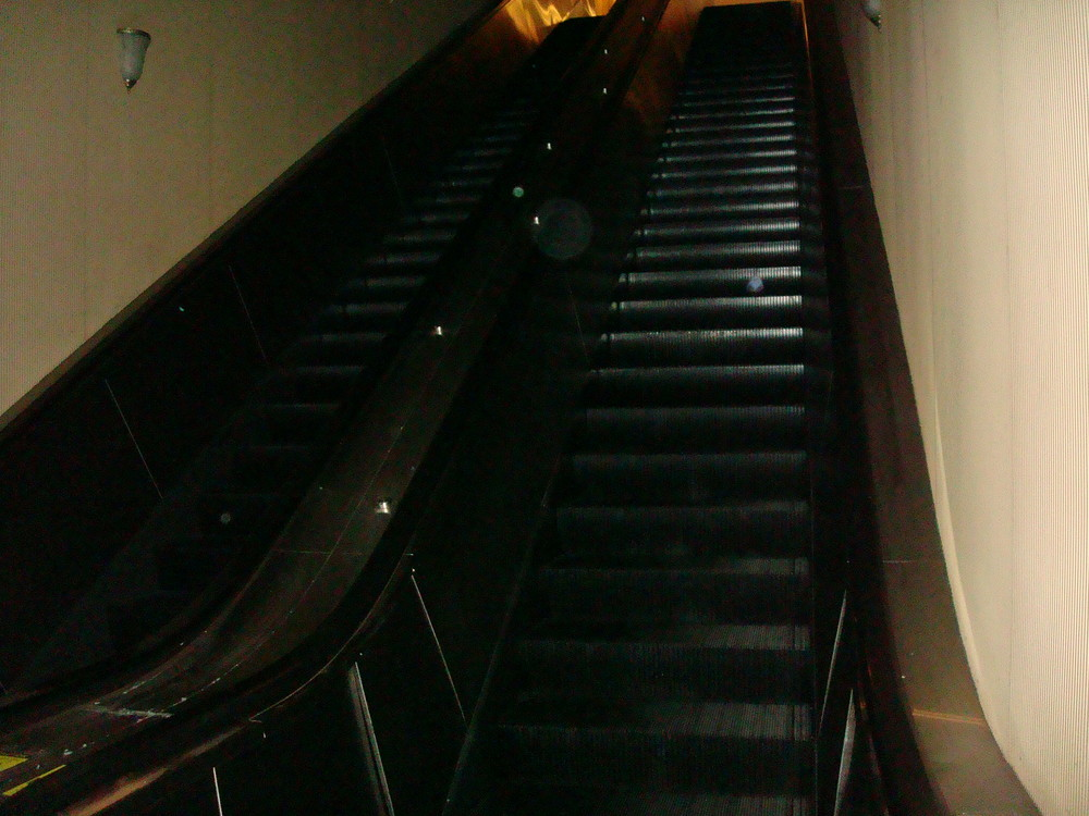 ESCALATOR 01-18.JPG