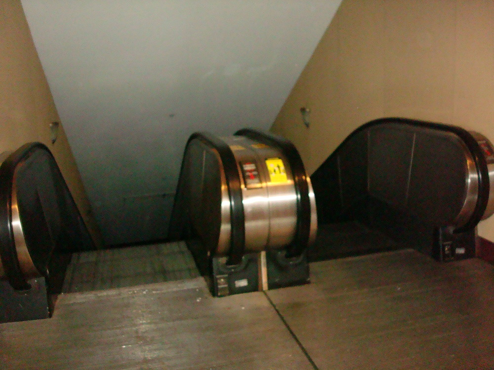 ESCALATOR 01-19.JPG