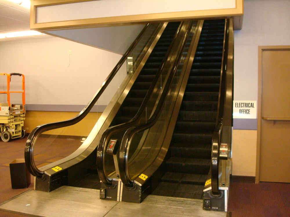 ESCALATOR 01-22.JPG