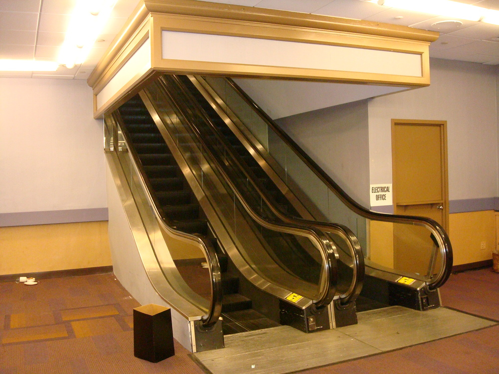ESCALATOR 01-23.JPG