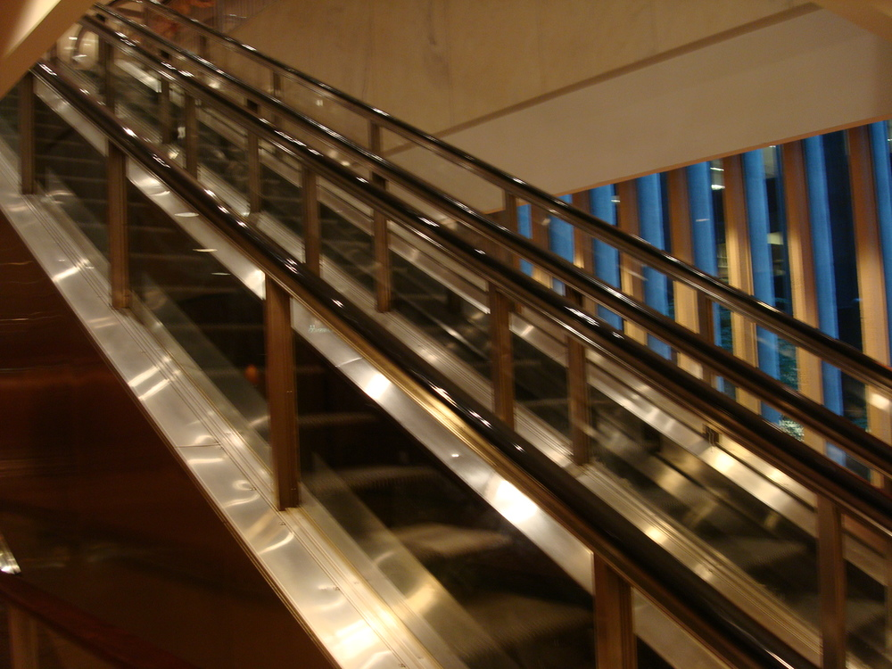 ESCALATOR 01-25.JPG
