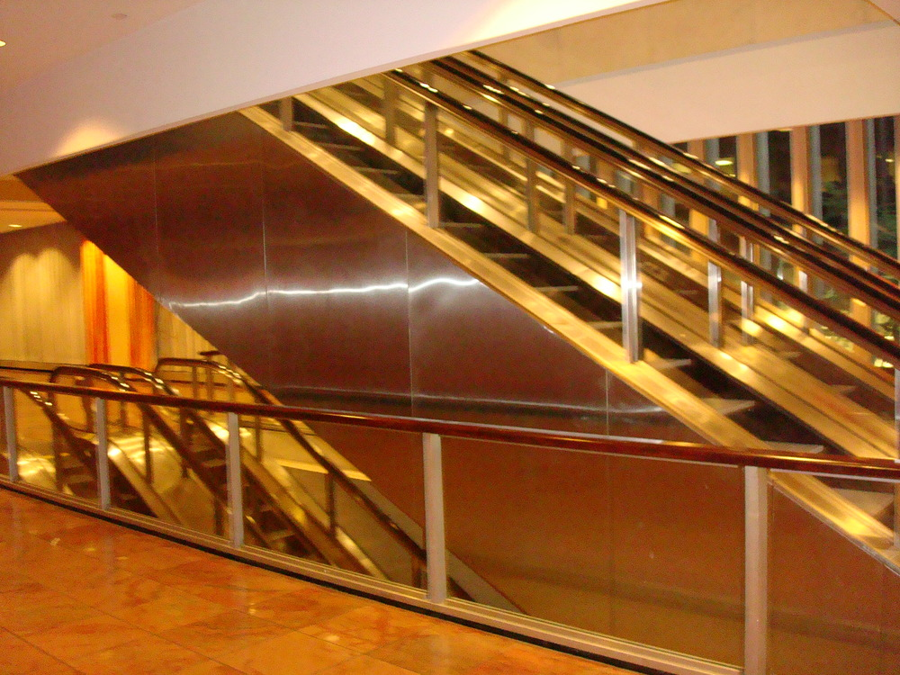 ESCALATOR 01-27.JPG