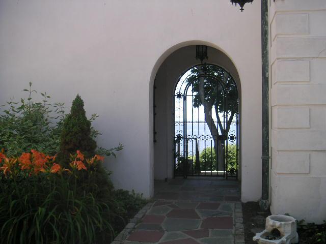 Estate 7-111.JPG