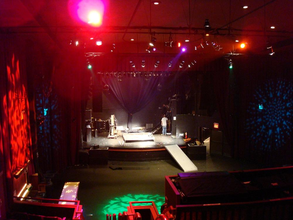 LIVE VENUE 16-08.JPG