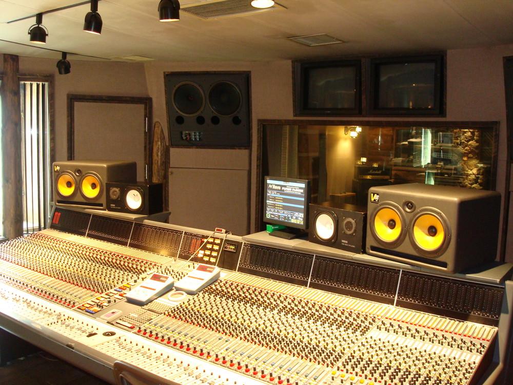 MUSIC STUDIO 12-01.JPG