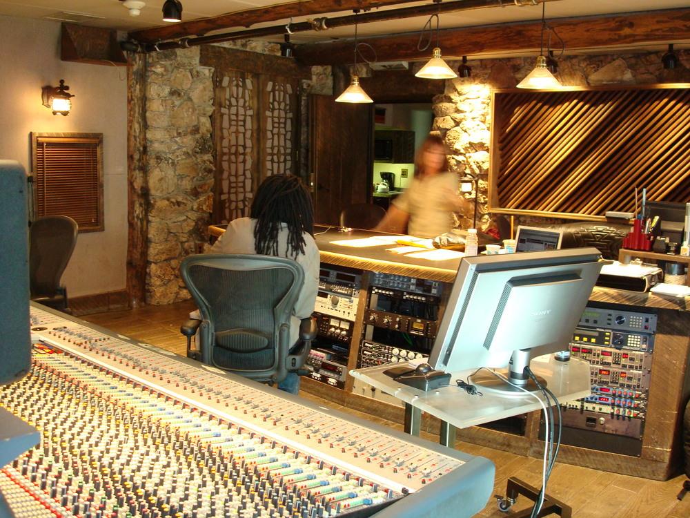 MUSIC STUDIO 12-05.JPG