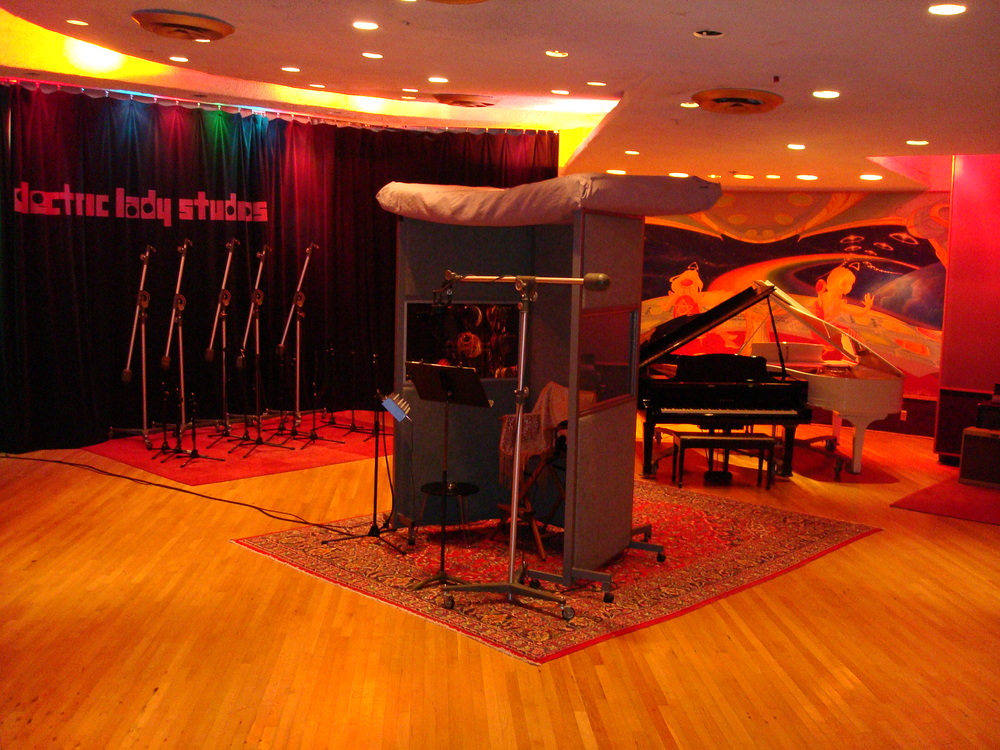 MUSIC STUDIO 11-A-01.JPG