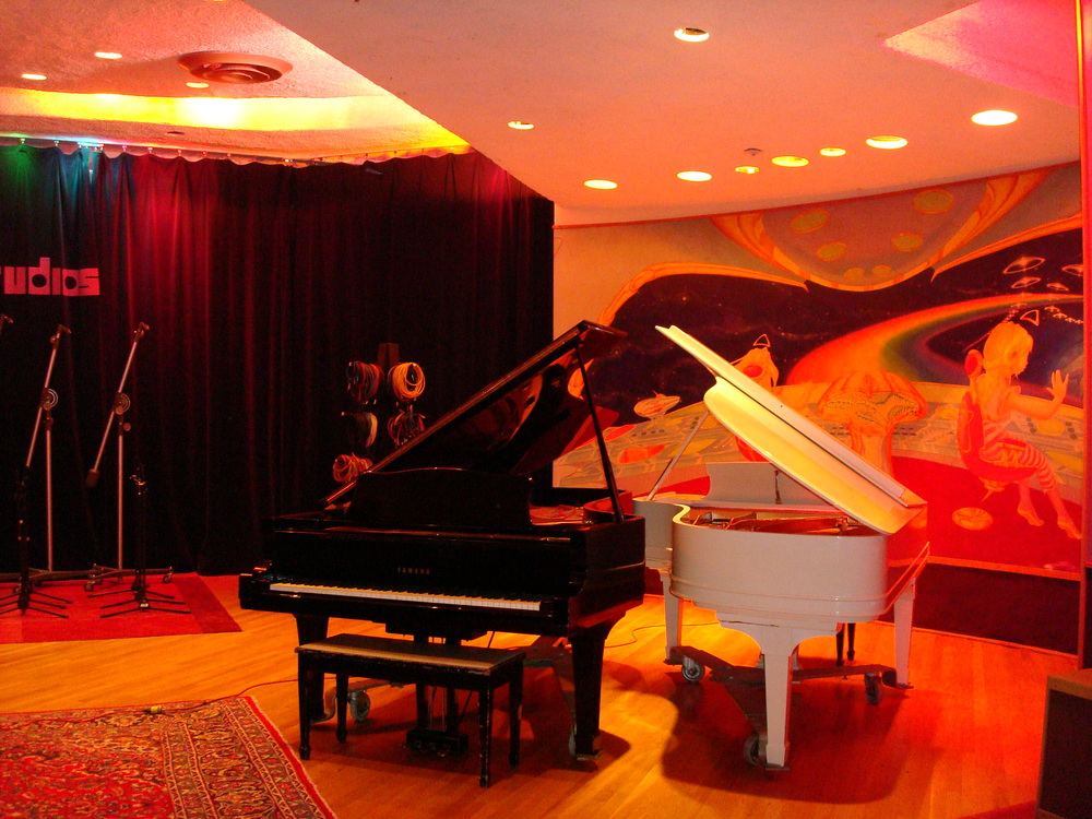MUSIC STUDIO 11-A-06.JPG