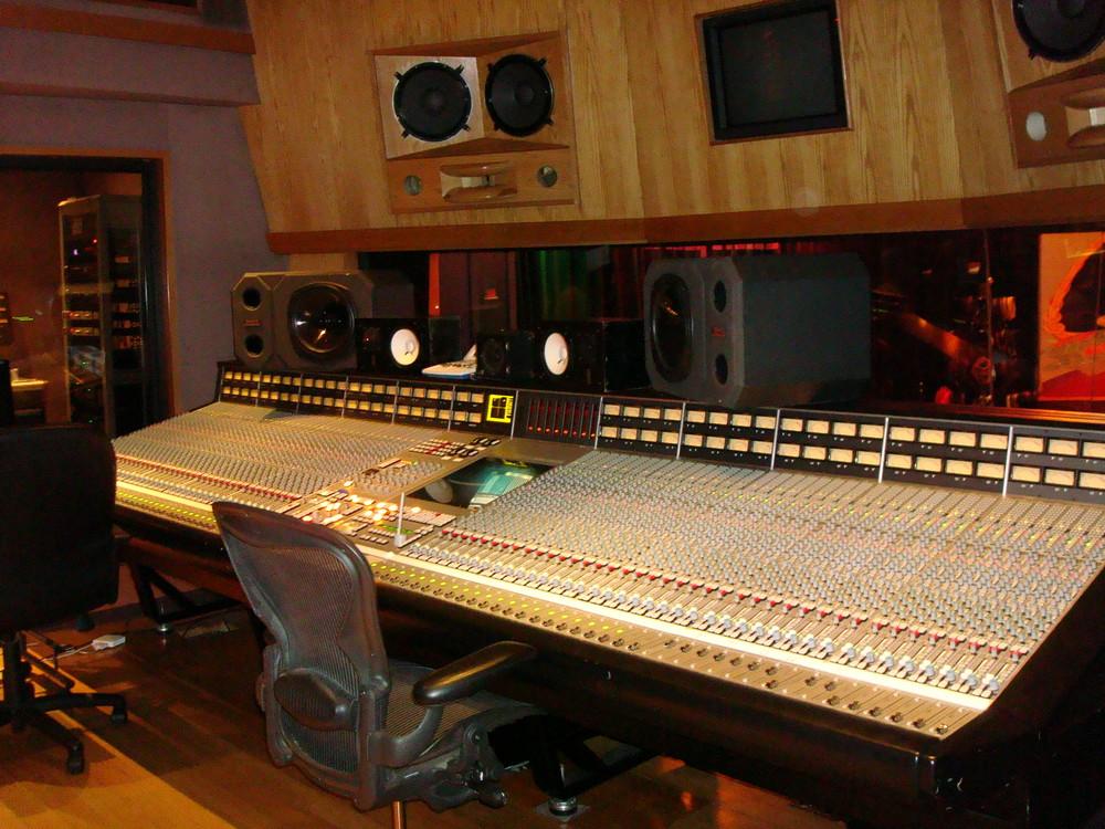 MUSIC STUDIO 11-A-09.JPG