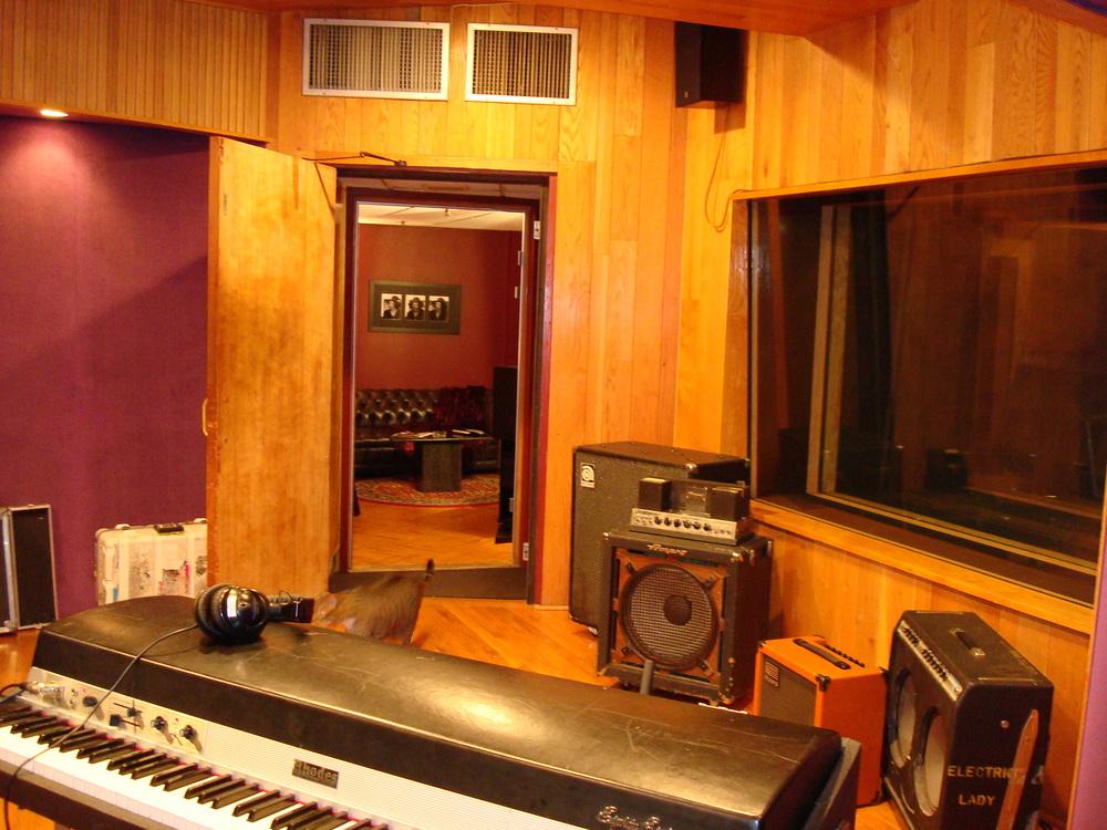 MUSIC STUDIO 11-B-04.JPG