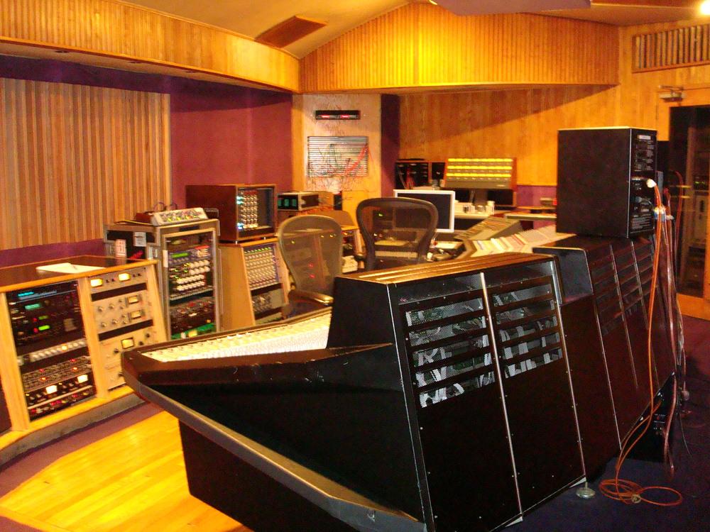 MUSIC STUDIO 11-B-05.JPG