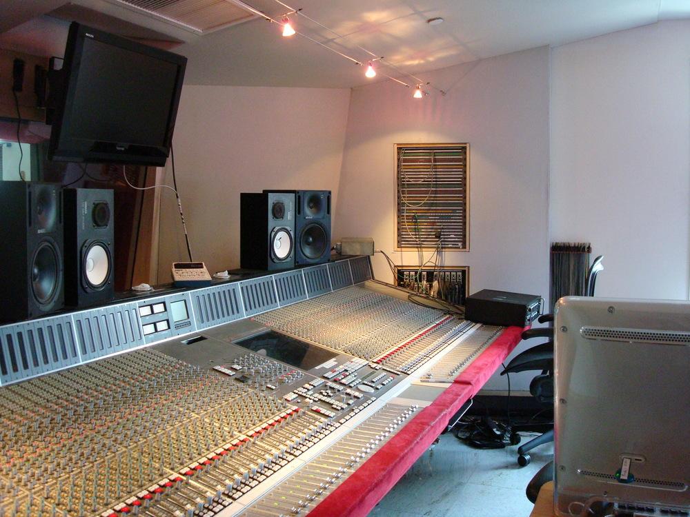 MUSIC STUDIO 3-11.JPG