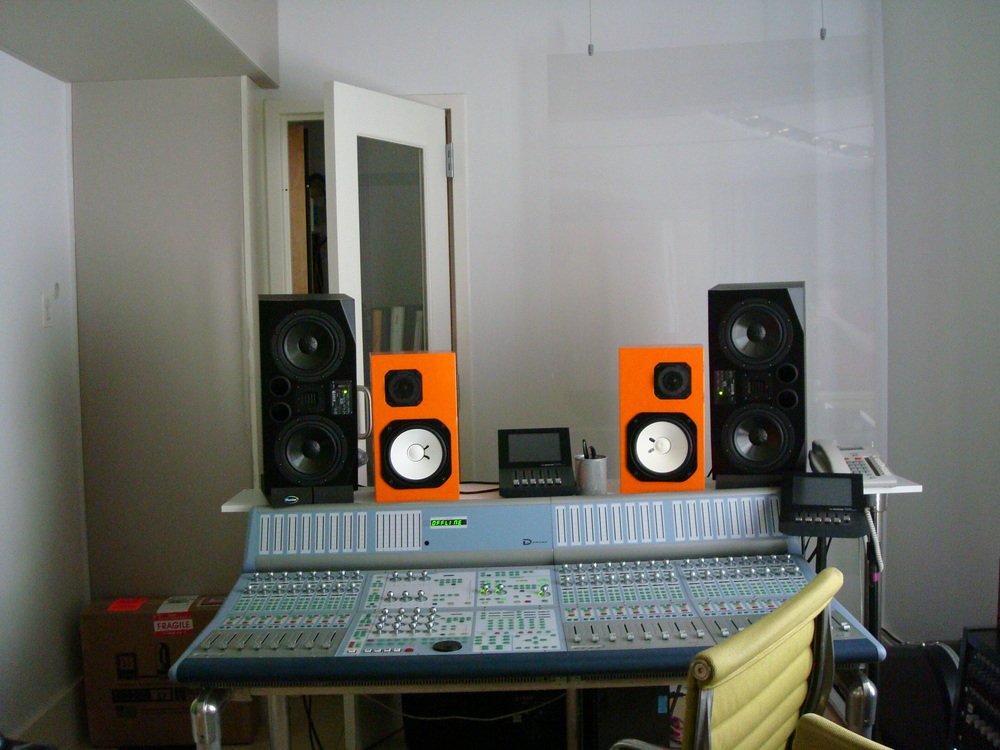 MUSIC STUDIO 2-13-GREEN.JPG