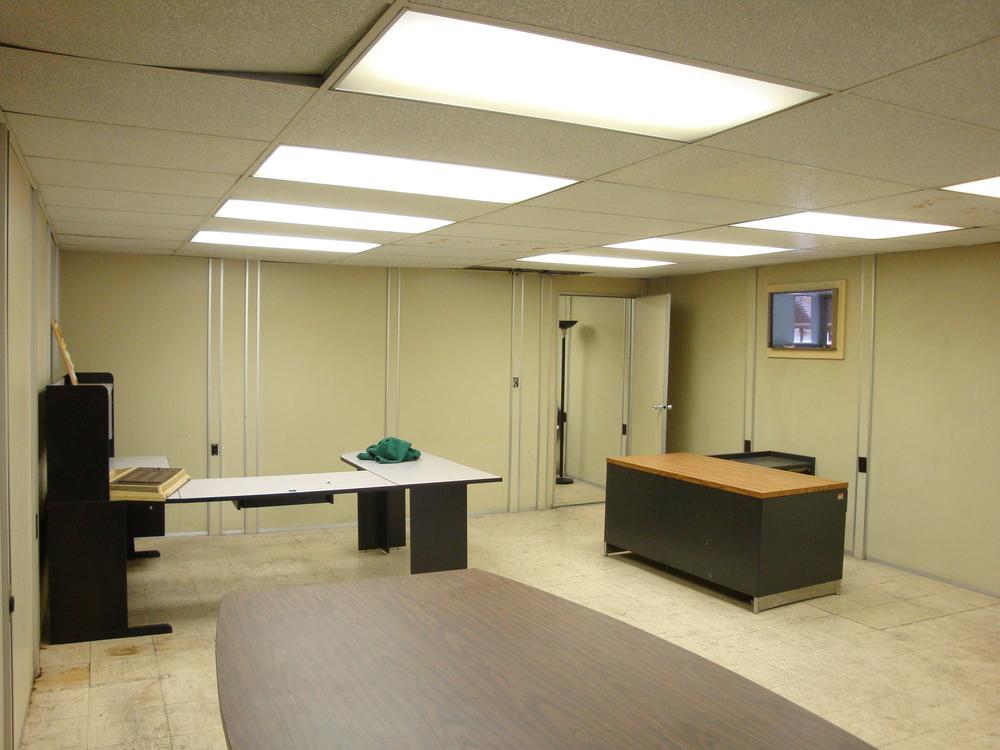 OFFICE 20-05-OFFICE A.JPG