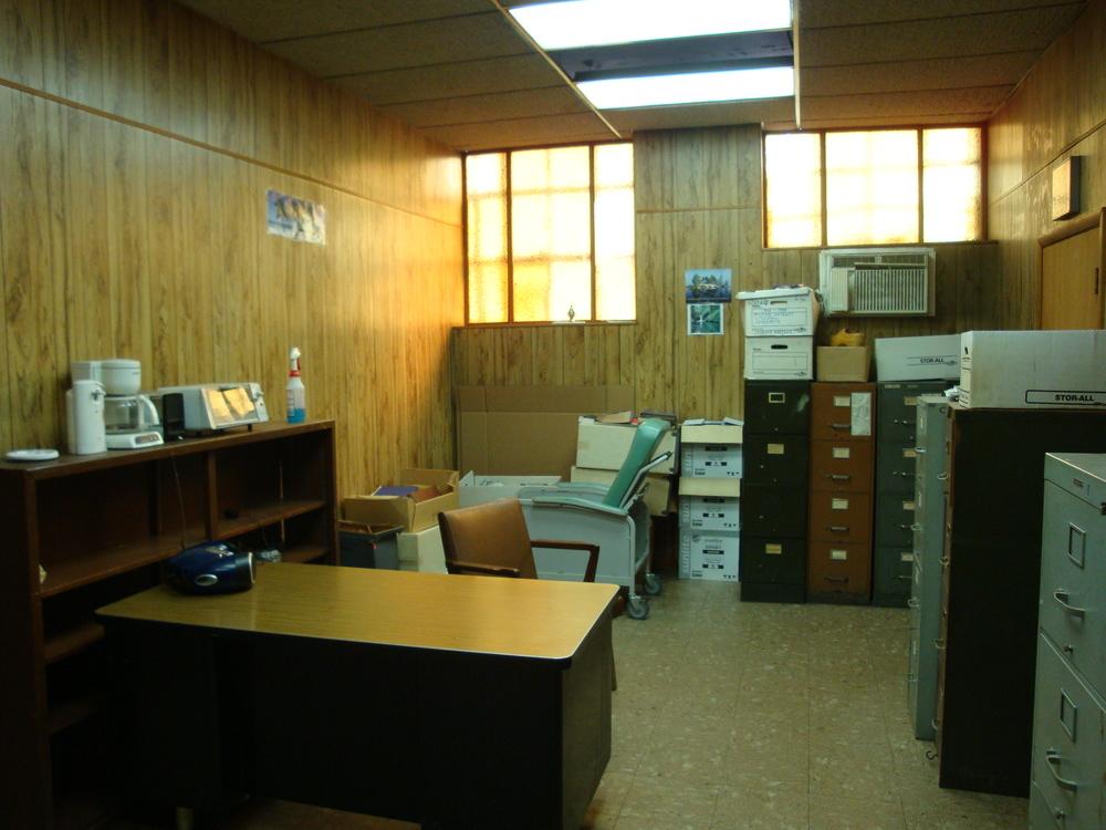 OFFICE 20-15-OFFICE B.JPG
