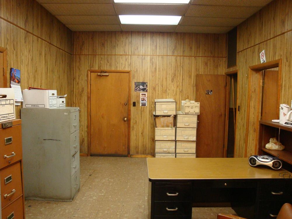 OFFICE 20-16-OFFICE B.JPG
