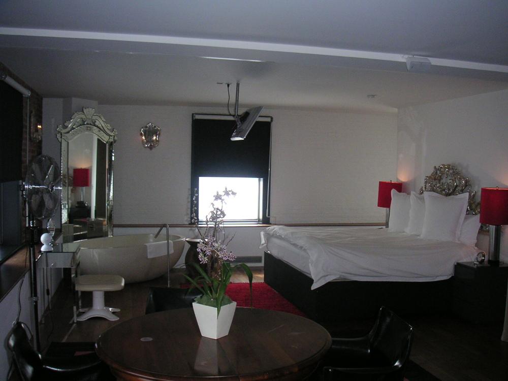 HOTEL 15B-18.JPG