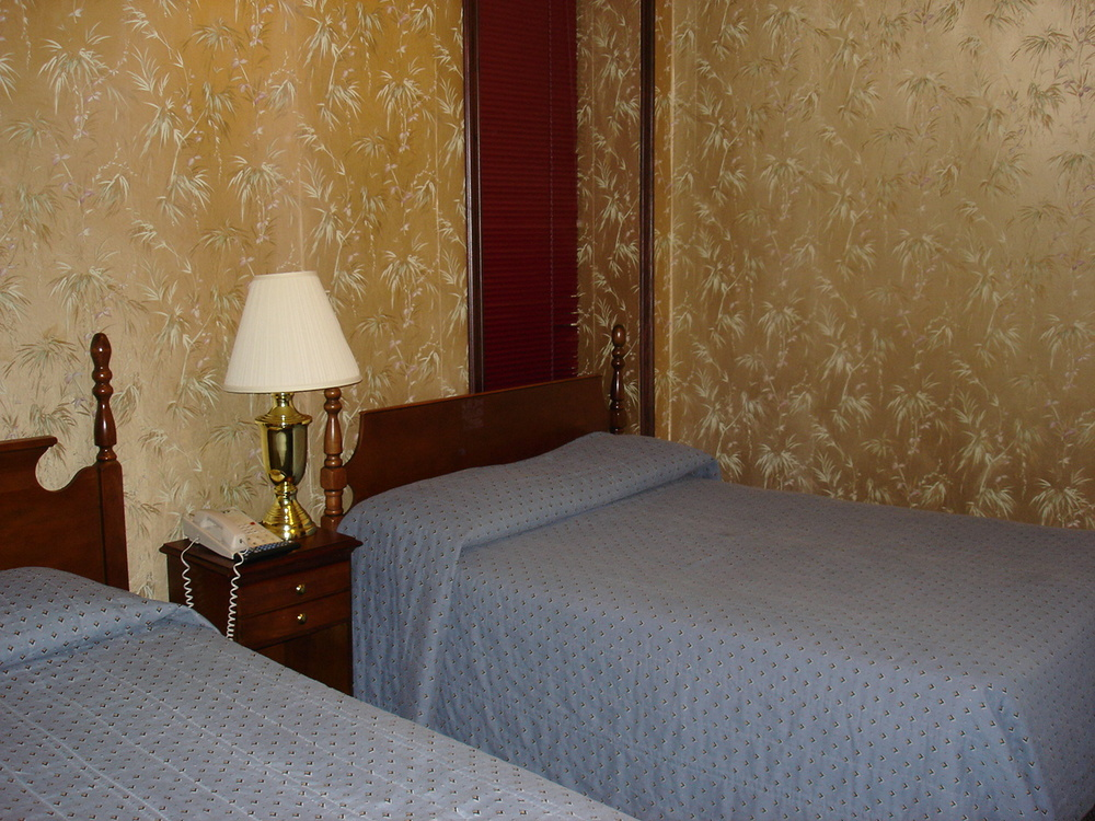 HOTEL 31-218-02.JPG