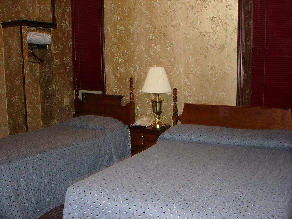 HOTEL 31-218-01.JPG