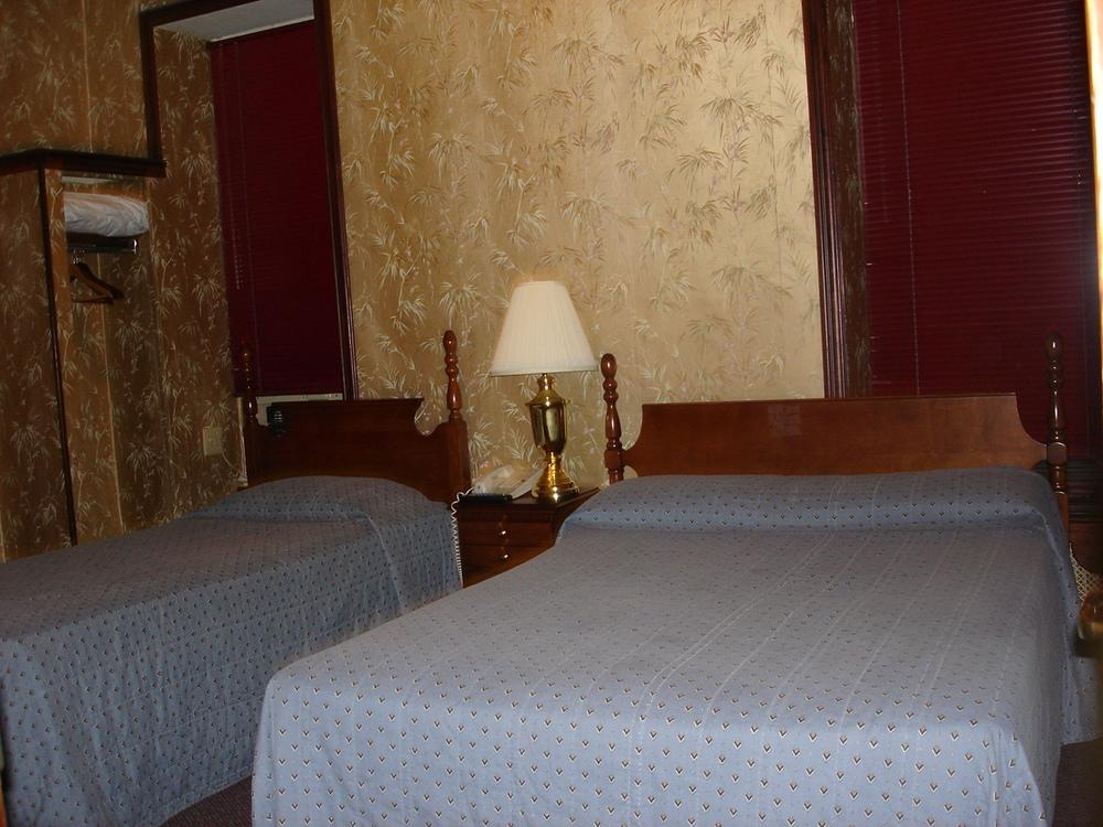 HOTEL 31-218-04.JPG