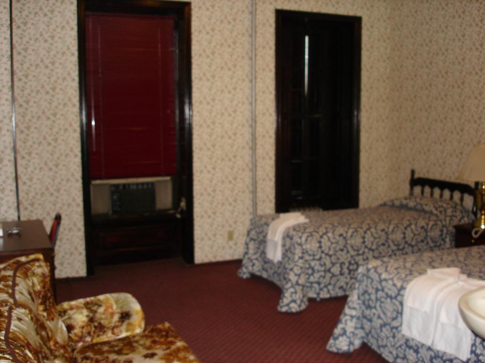 HOTEL 31-303-01.JPG